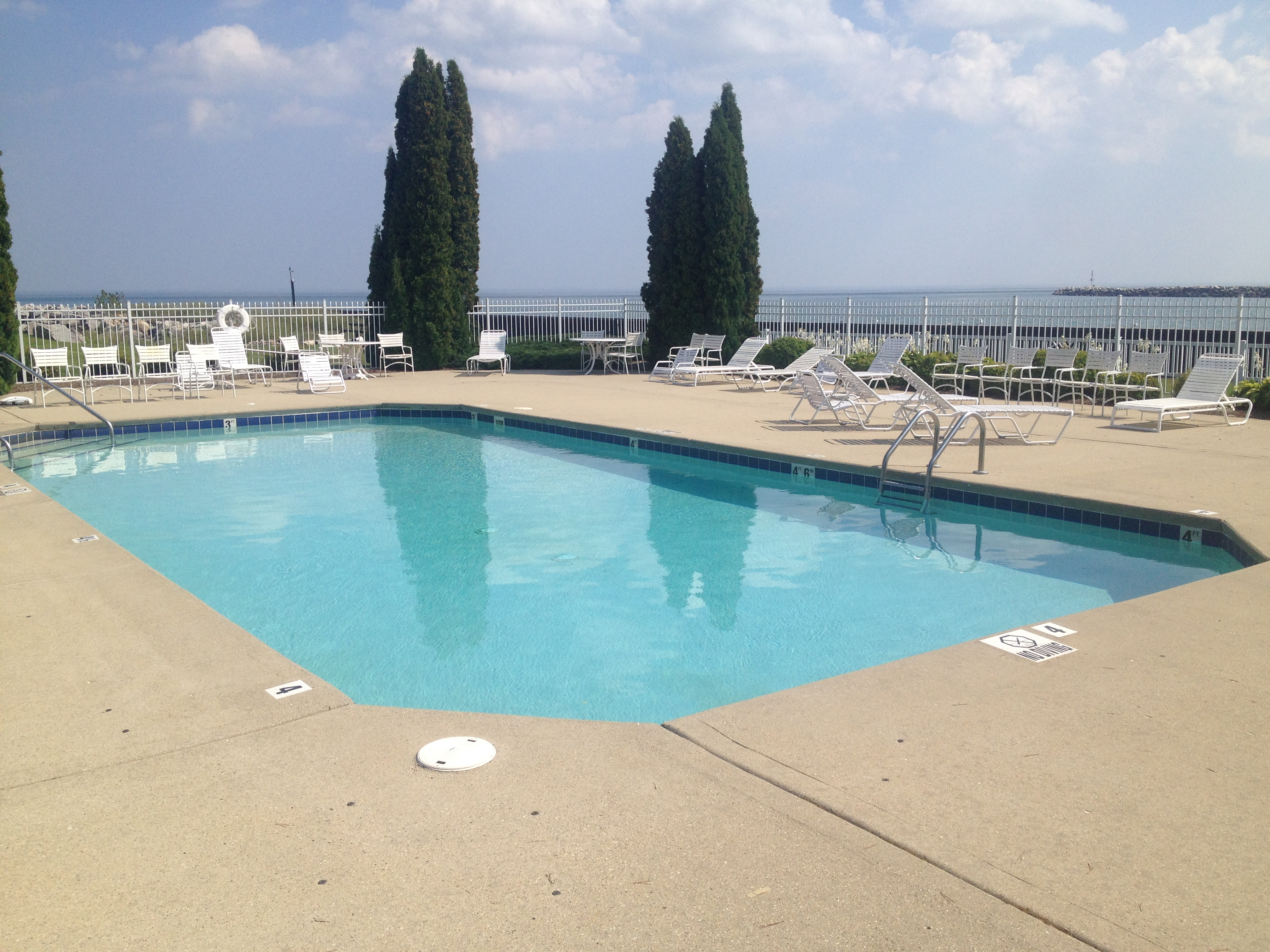 PHYC pool | Prairie Harbor Yacht Club | Snag-A-Slip