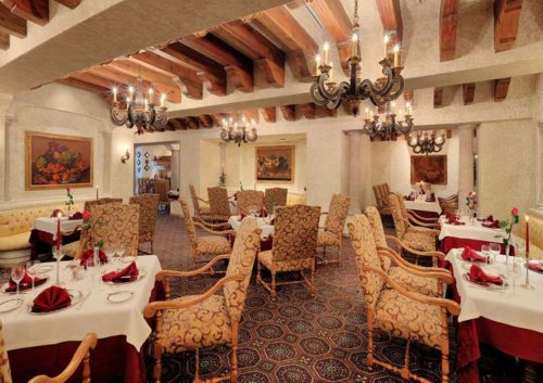 Dining Room | Marina Puerto de la Navidad | Snag-A-Slip